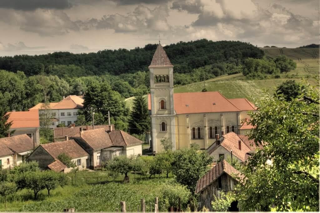 Kőolaj, szőlő és kilátás az Alpokra- Lispeszentadorján