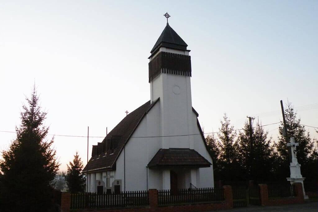 Templom és emlékmű - Kilimán